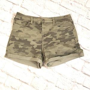 Universal Threads Camouflage Shorts size 10/30